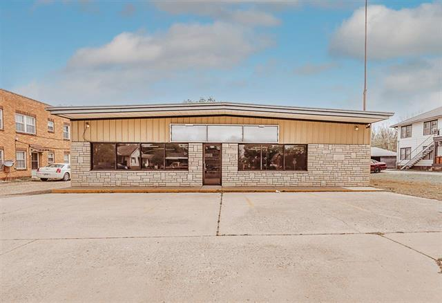For Sale: 912 N Summit St, Arkansas City KS