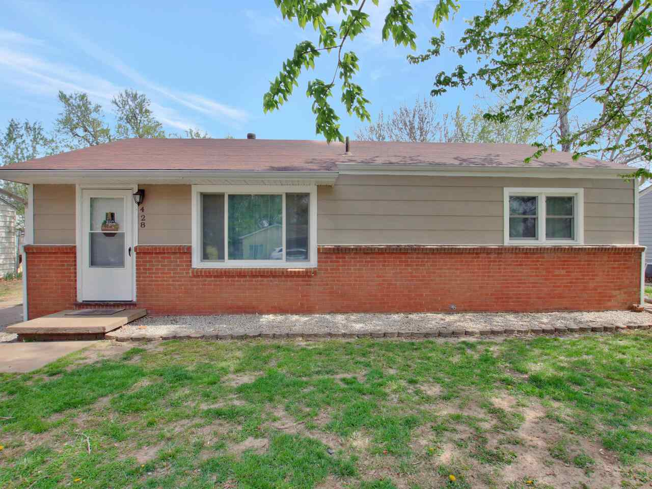 Have you been looking for a charming home in Haysville that is affordable and well-maintained?  This