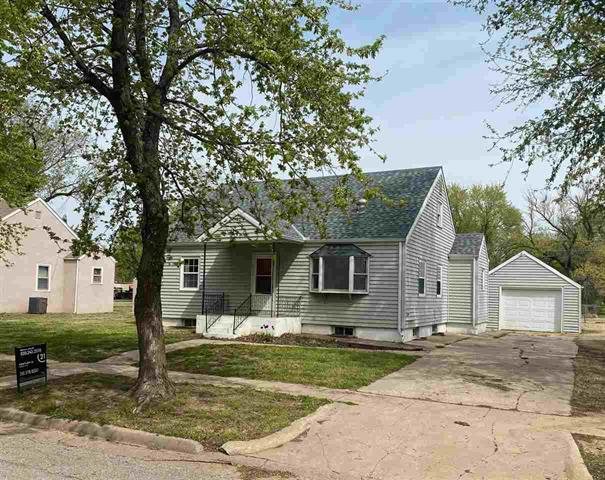 For Sale: 516 W Ninth St, Harper KS