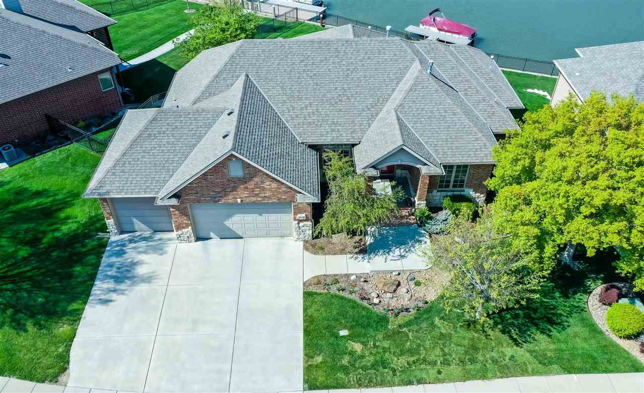LAKEFRONT 6BR, 4 Bath, 3-car @ The Moorings on Crystal Lake! Brick & Stone tudor with open, vaulted