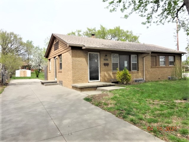 HomeSteps, A Unit of Freddie Mac offers this cozy mid-century ranchette with 1204 SF, having 2 bedro
