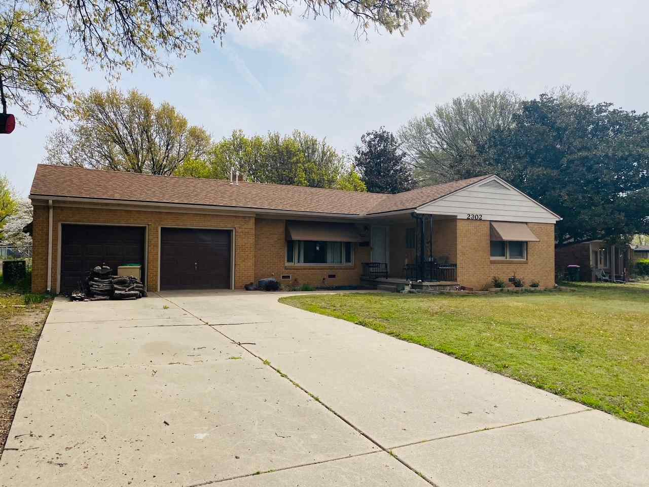 Well maintained full brick ranch style home on large, corner lot! Welcome home to this fabulous ranc