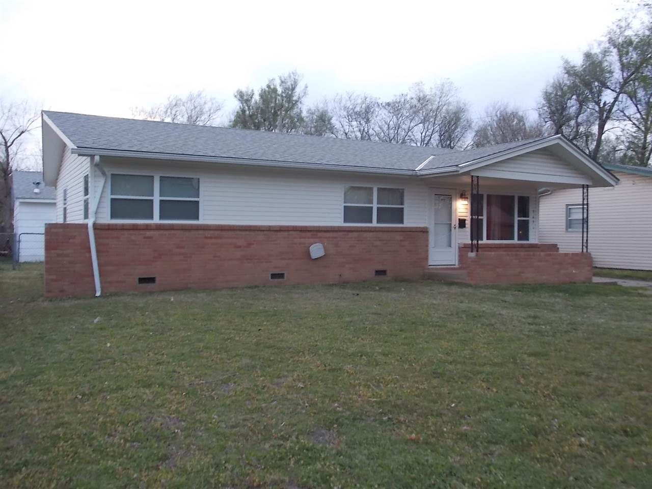 GREAT RANCH HOME WITH 4 BEDROOMS AND 1 AND 1/2 BATH WITH LOTS OF APPEAL FOR A FIRST TIME HOME BUYER.