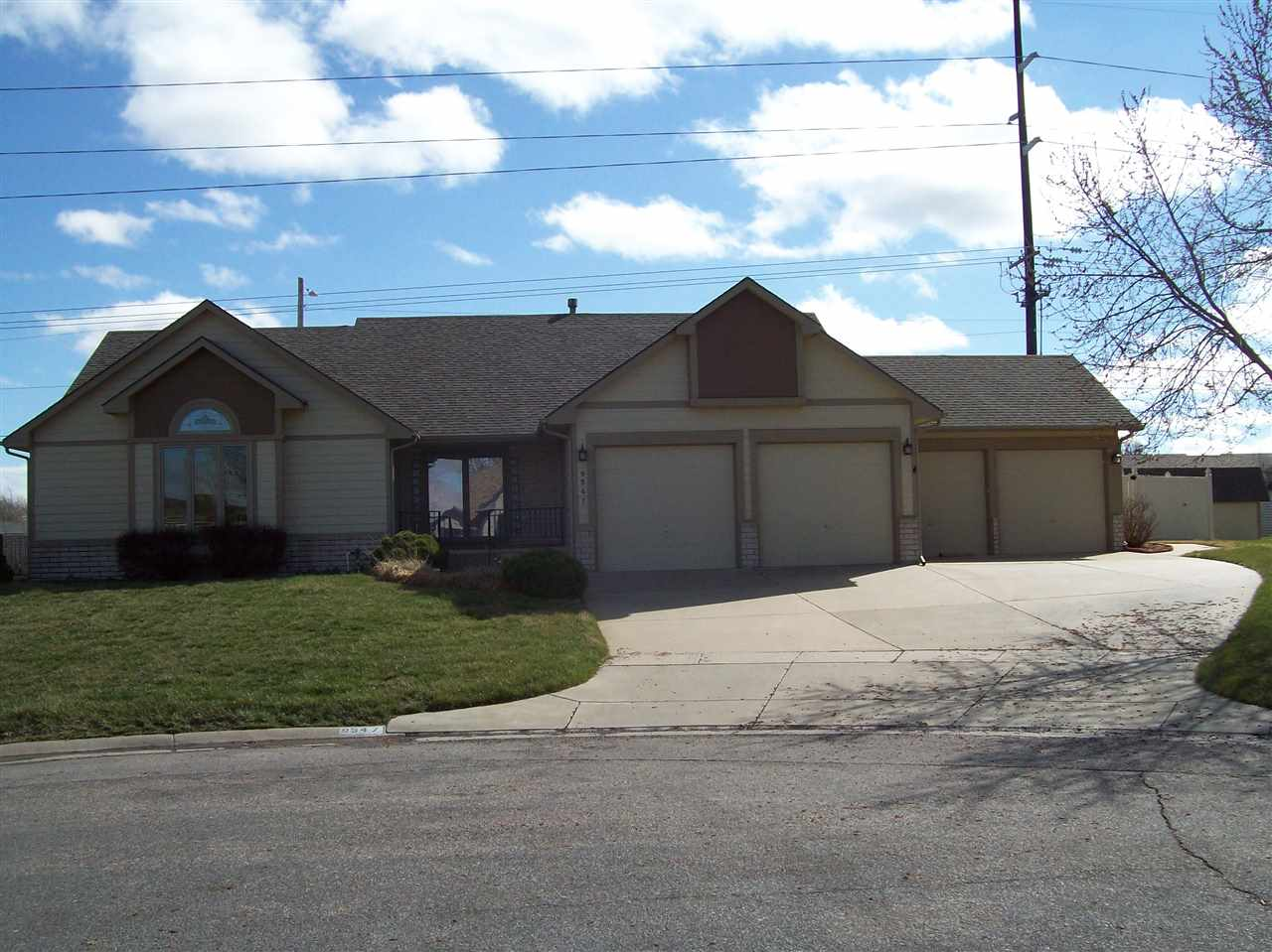 Wonderful 2900 sq ft. 4 car ranch originally designed and built for WHEEL CHAIR use with wider door