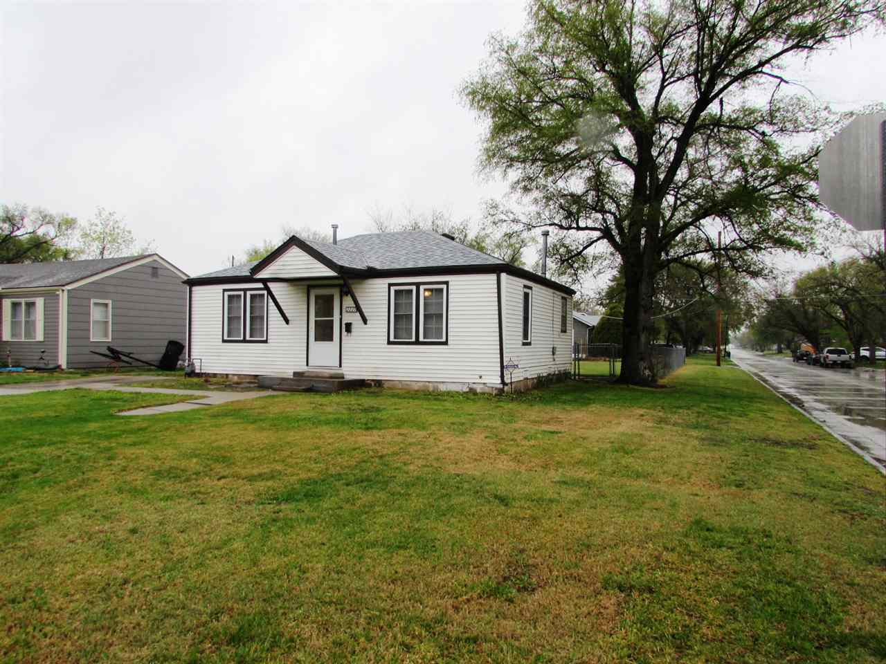 Perfect Starter or Rental Home.  Move-In-Ready w/ Maintenance Free Vinyl Siding on Nice Size Corner