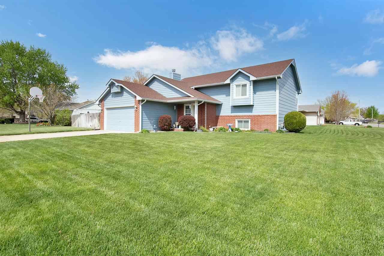 Beautiful home located in the coveted Haysville School district.  The 4 bed 3 bath home has beautifu