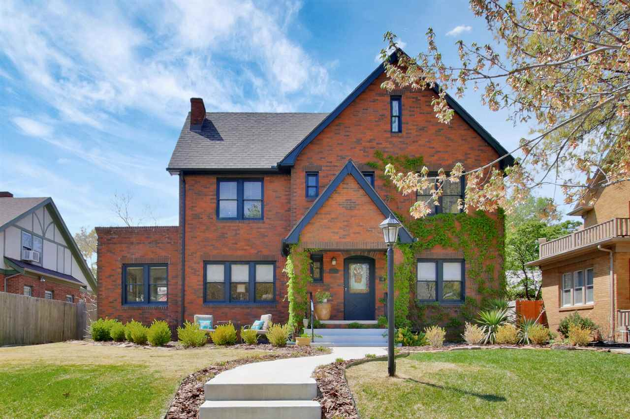Spectacular College Hill all brick home*Grand walkway/entrance*Note the vintage door*Generous sized,