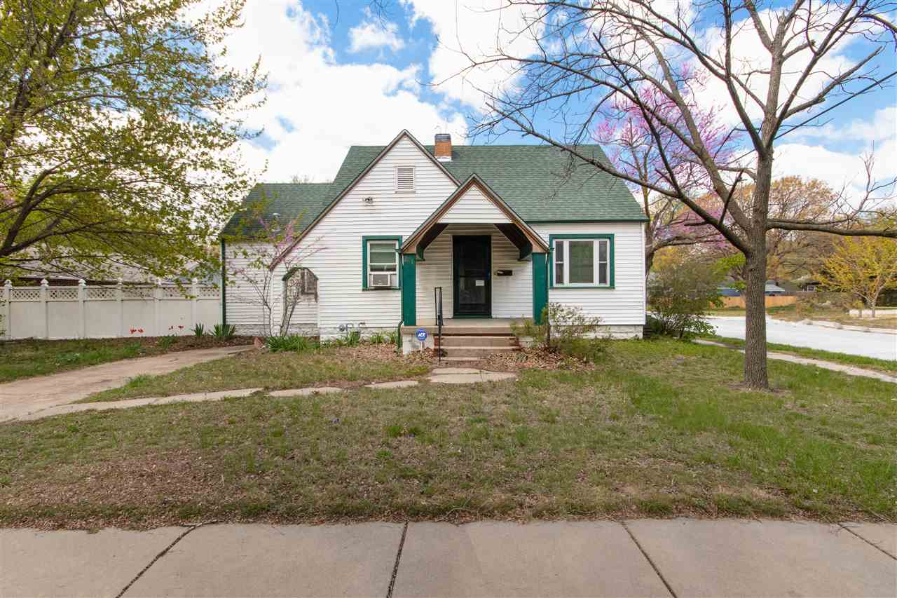 This is a 2 bedroom, 2 bathroom traditional build on a quarter acre corner lot! Separate dining area