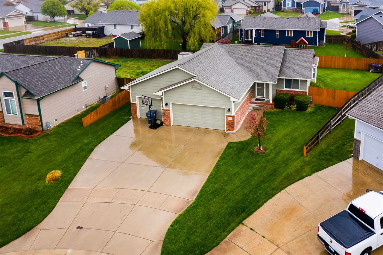 Well cared for 3 bed 2 bath home located on a cul-de-sac in desirable Goddard school district.  Grea