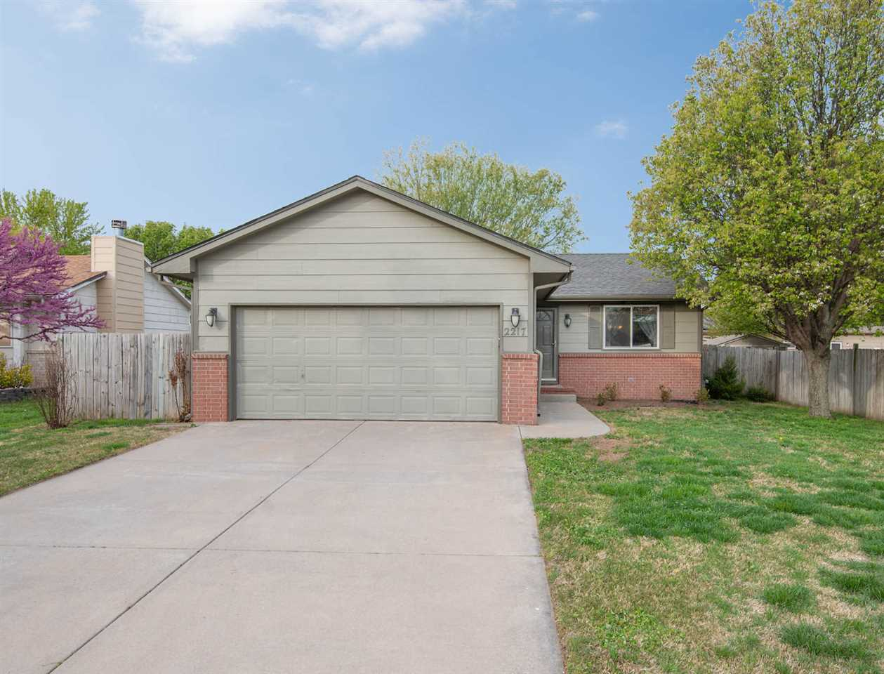 3 BED 2 BATH RANCH HOME IN THE GODDARD SCHOOL DISTRICT THAT'S MOVE IN READY FOR YOU TODAY!  WALK INT