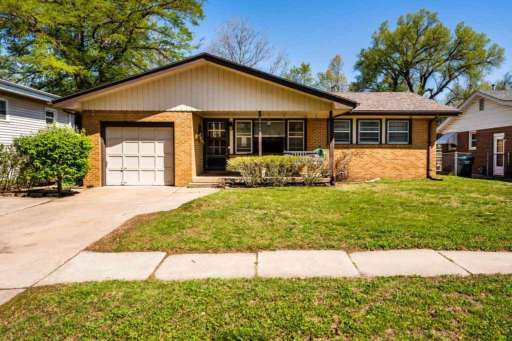 SUPER CUTE AND MOVE IN READY 3 bedroom ranch in desirable, established neighborhood. Featuring open