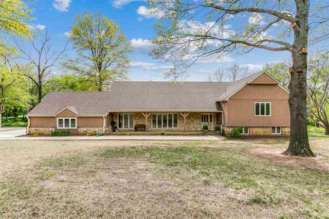 For Sale: 1  Crestwood Dr, Arkansas City KS