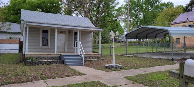 For Sale: 320 W Jefferson Ave, Arkansas City KS