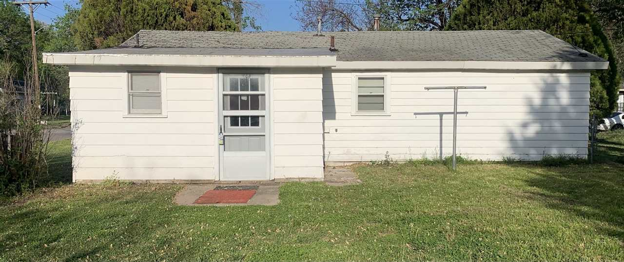 This cute 2 bedroom, 1 bathroom home is located on a very large corner lot. It is perfect as a start