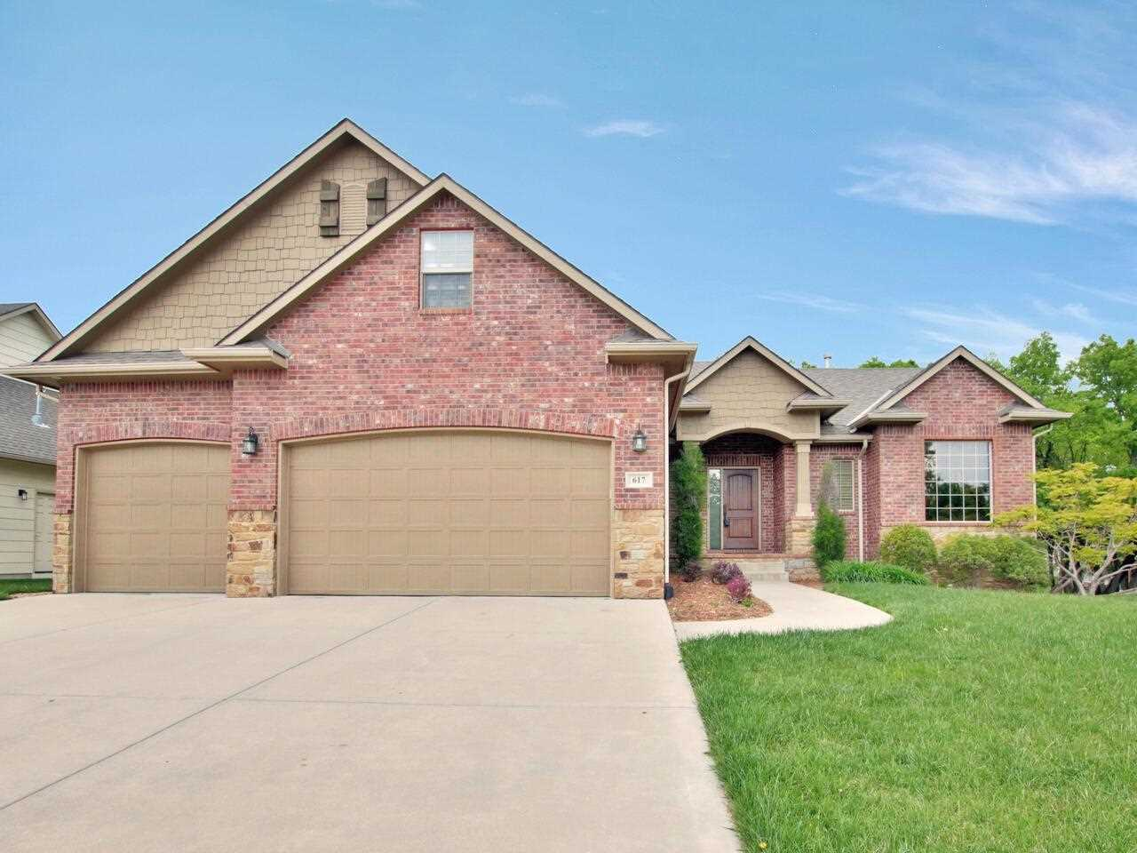 Walk into the spacious open floor plan with lots of upgrades and great features. Open concept floor