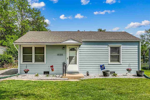 For Sale: 1608 E 5th Ave, Hutchinson KS
