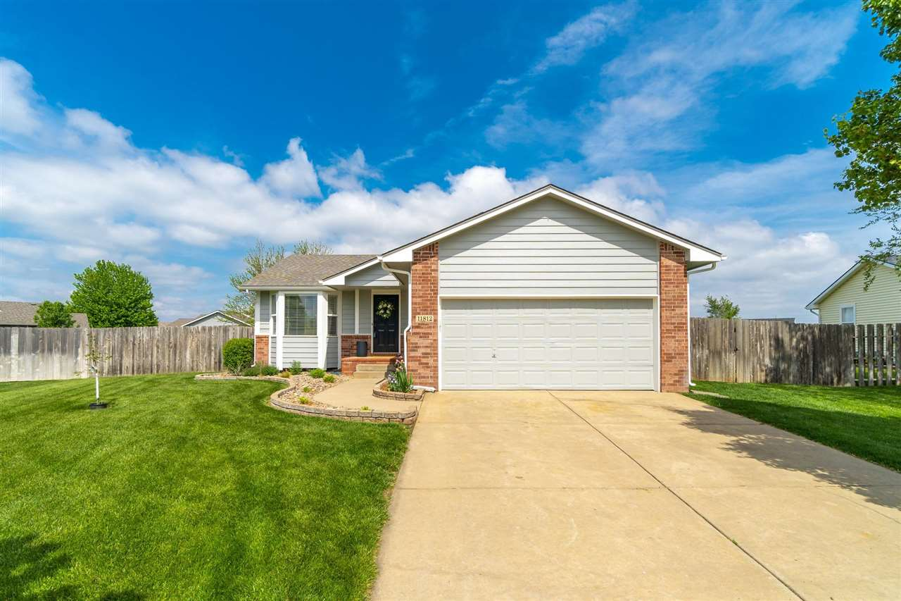 Fabulous new listing in  West Ridge Estates & the Maize School District, less than a mile from New M