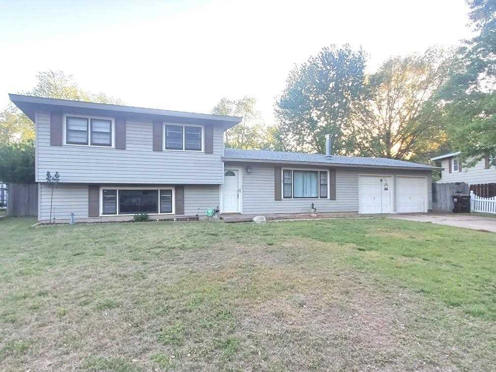 Well maintained home located in the perfect Northwest Wichita Neighborhood. You won't be disappointe