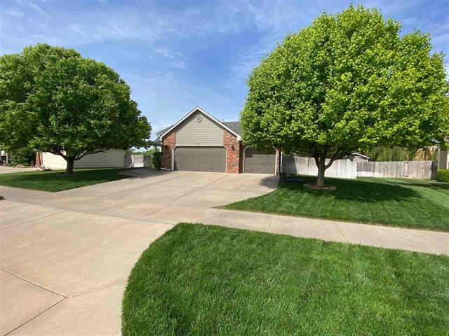 For Sale: 733 S Westview Cir, Andover KS