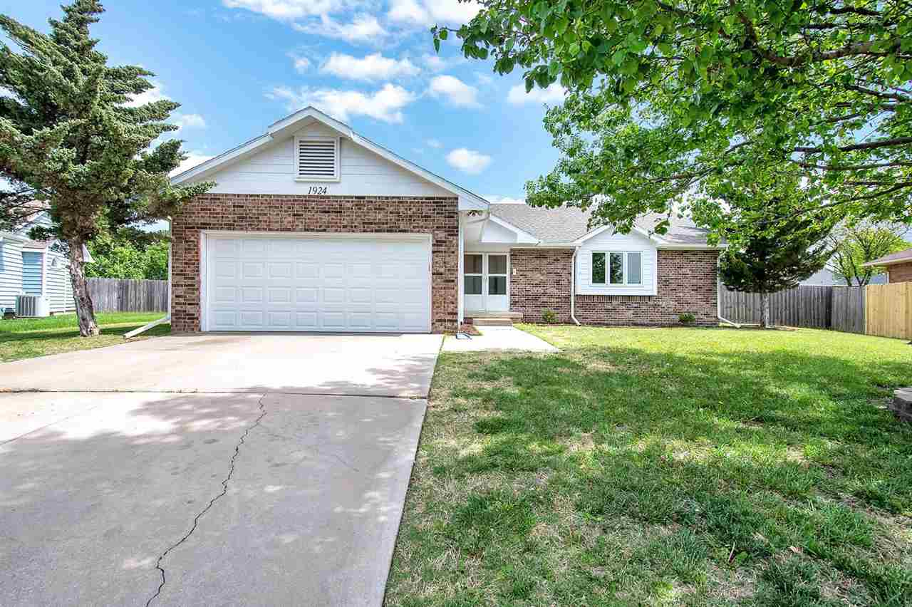 Beautiful home located in South East Wichita. This 3BR, 2Bth home is move in ready with new carpet,