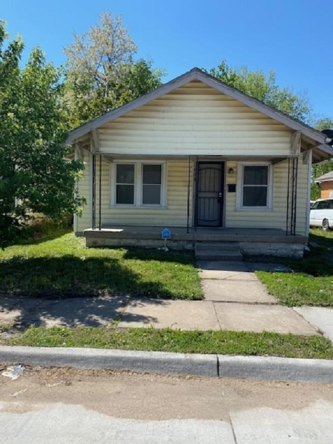 This cute 3 bed/ 2 bath home is a great opportunity for a first time home buyer, or investor.  There