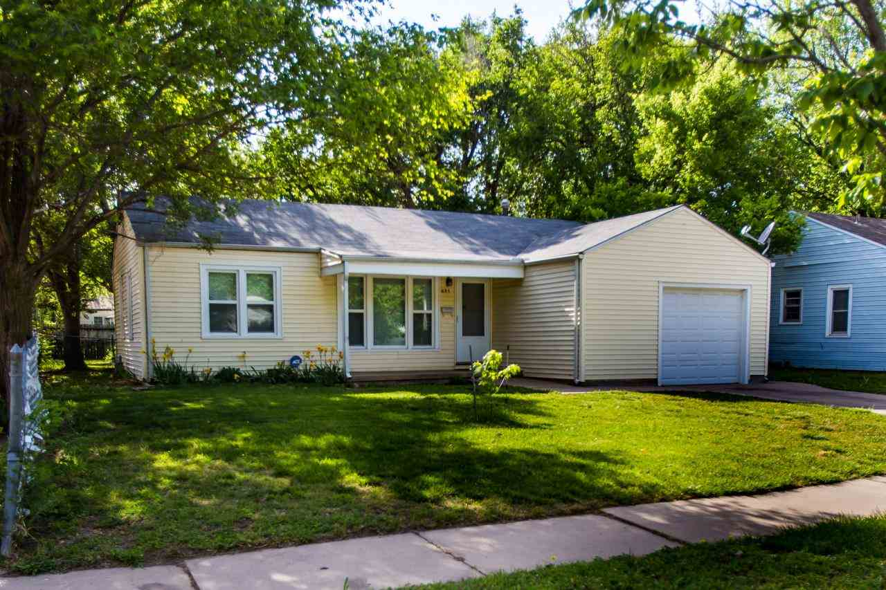 Three bedroom well maintained home in west Wichita. Move in ready!  Efficient vinyl Low E-Argon wind