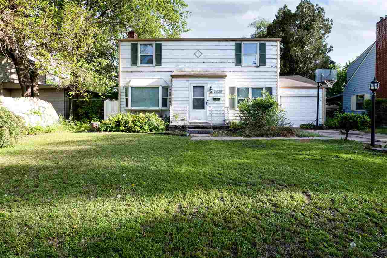 Great first home or investment opportunity! This home is a diamond in the rough. Tons of square foot