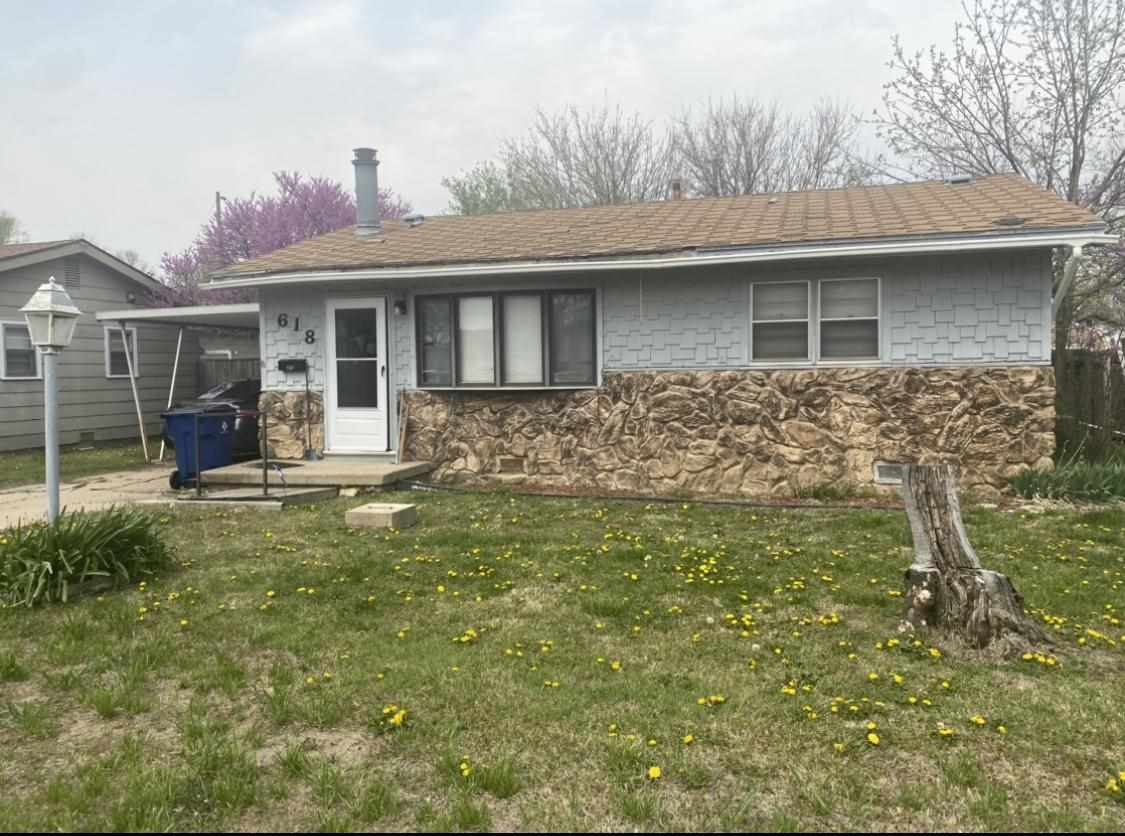 If you are looking for 3 Bedroom , 2 Bath Ranch Style Home in the Valley Center community, come and take a look if this specious home! Currently rented but tenant will move out at the end of the month. Brand new Roof would be install with an accepted offer. Schedule your appointment today!!