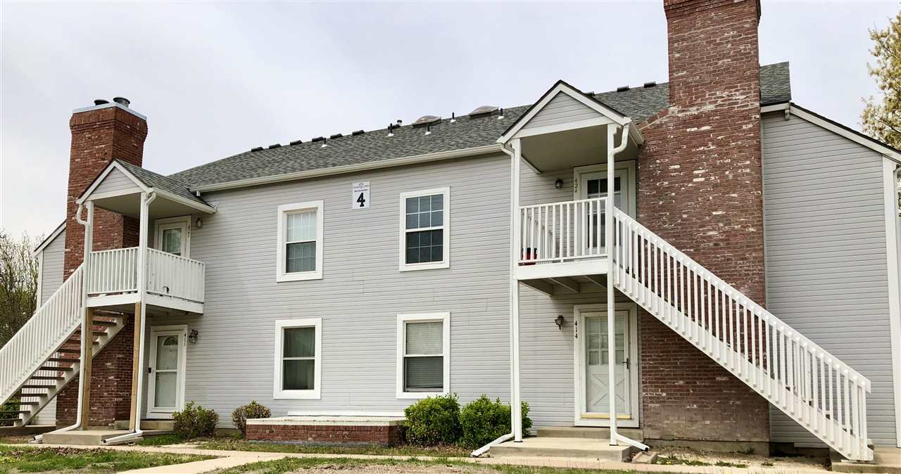 great condo, remodeled May 2021!!  NEW paint on all walls, ceilings, white woodwork; NEW carpet thro