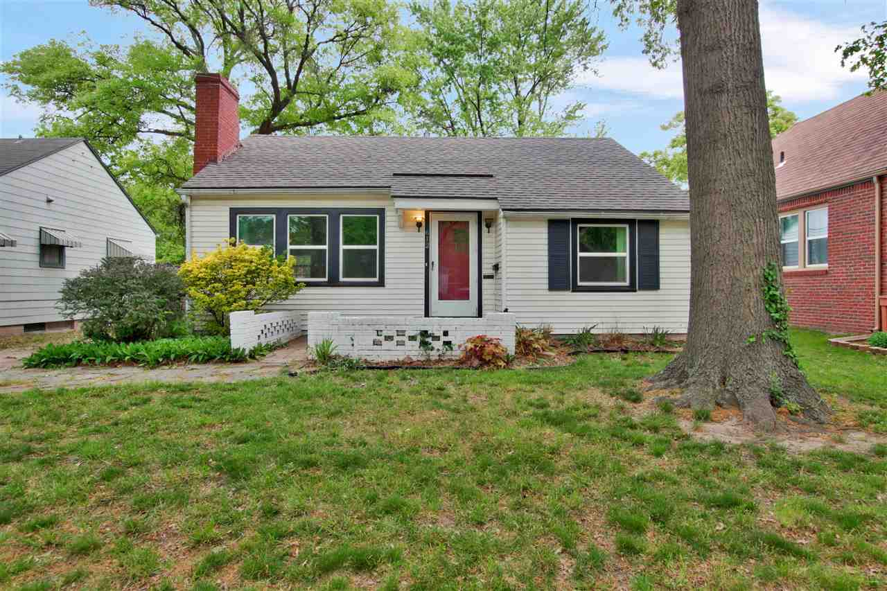 Welcome home! This cute 2 bedroom bungalow close to College Hill is perfect for the growing family.