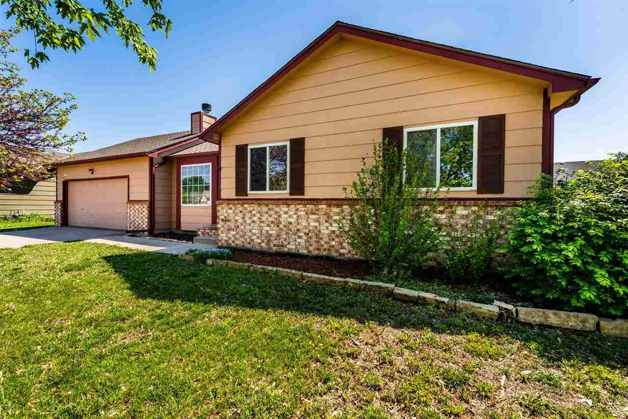 Such a well maintained home in the Goddard school district. As you walk inside you'll instantly noti