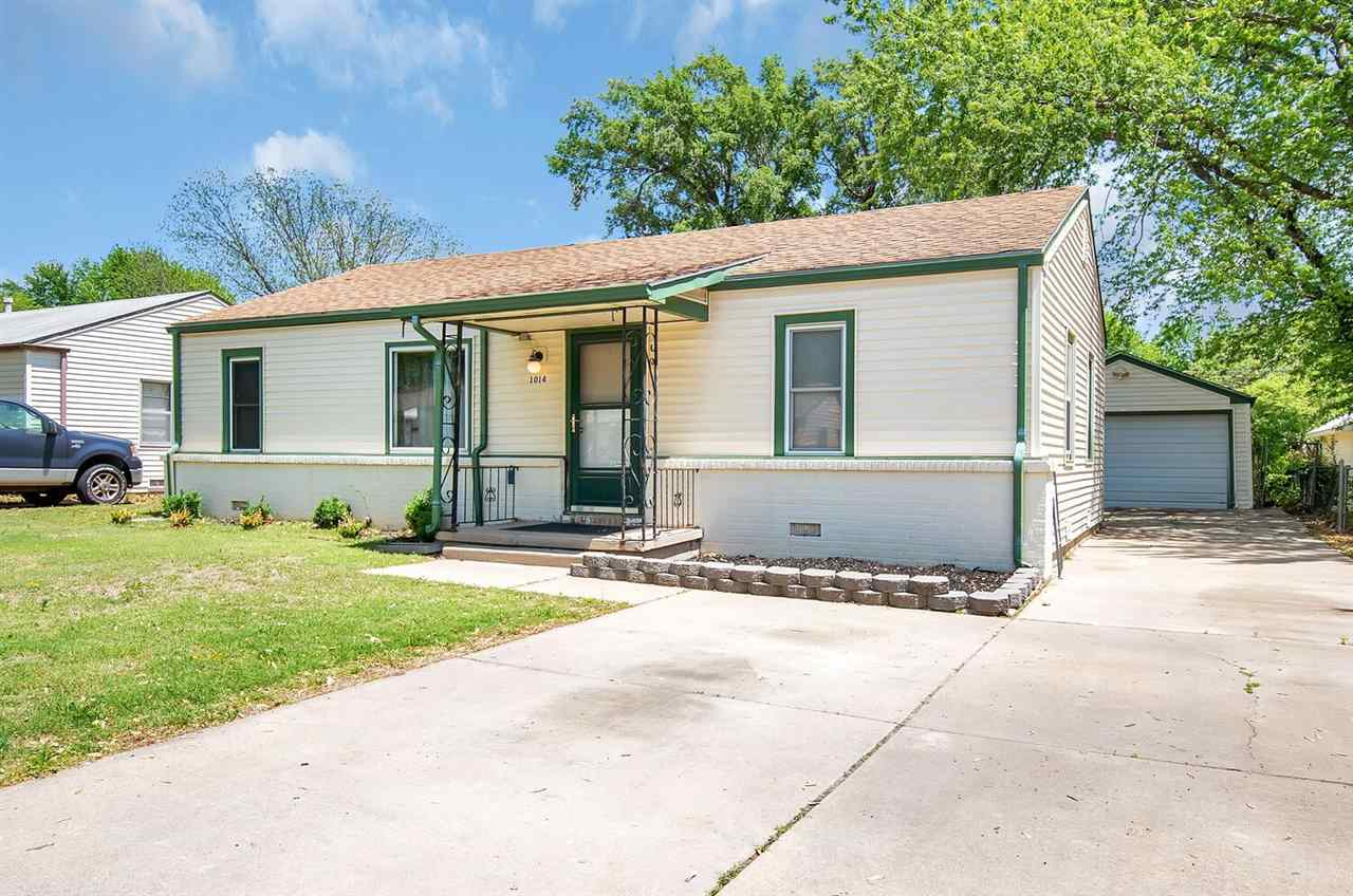 Come take a look at this cute home!  3 beds, 1 bath, fenced yard, with oversized 1 car garage.  Clos