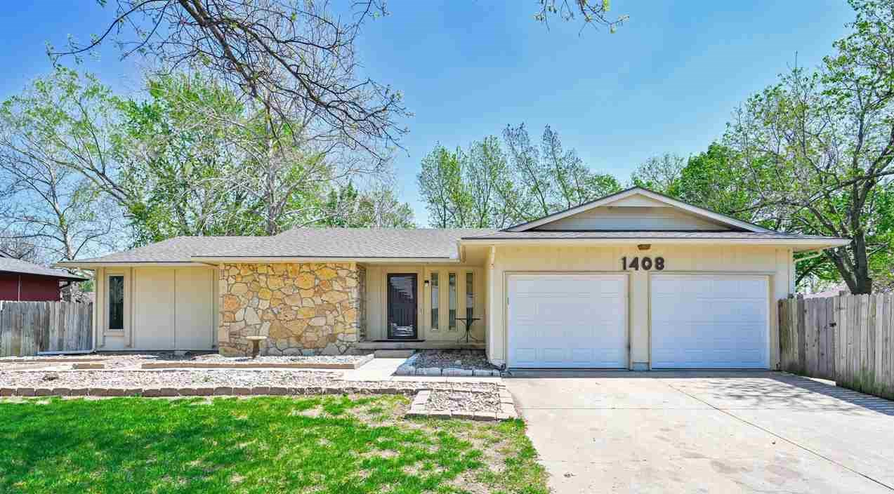 OPEN HOUSE Sunday May 16th! 2-4. Lots of updates on this home about 5 years ago that include new roo