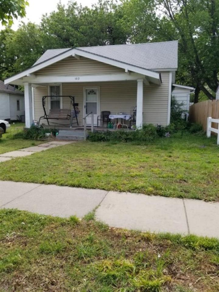 Long term tenants that would like to stay.  Neat 2 bedroom, 1 bath with formal dining area. Has newe