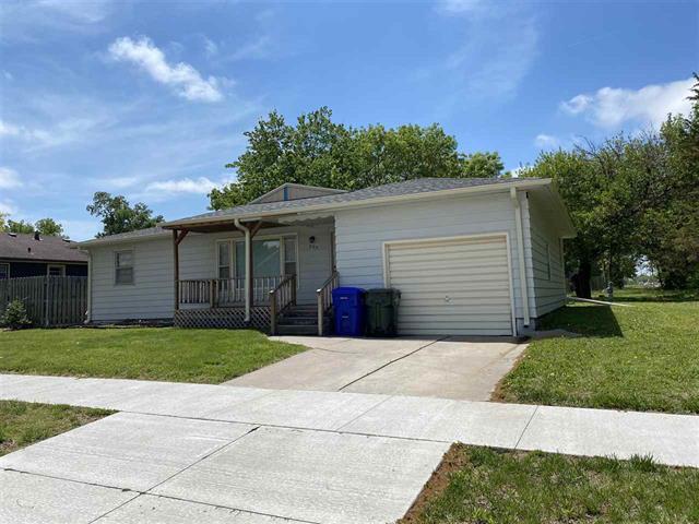 For Sale: 205 N Lincoln St, Hillsboro KS