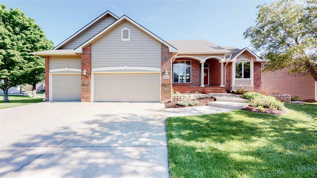 This is a wonderful 5 bedroom, 3 bathroom home in Auburn Hills addition on the golf course. Walk int