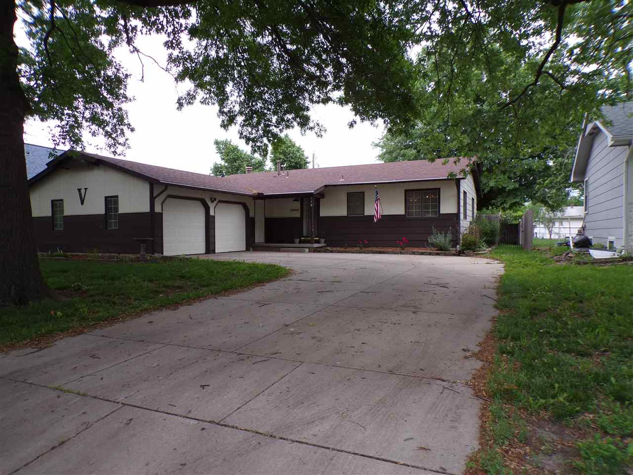 Updated 3 BR/ 2 BA ranch home in Valley Center.   2 car garage, fenced yard with a storage shed, wal
