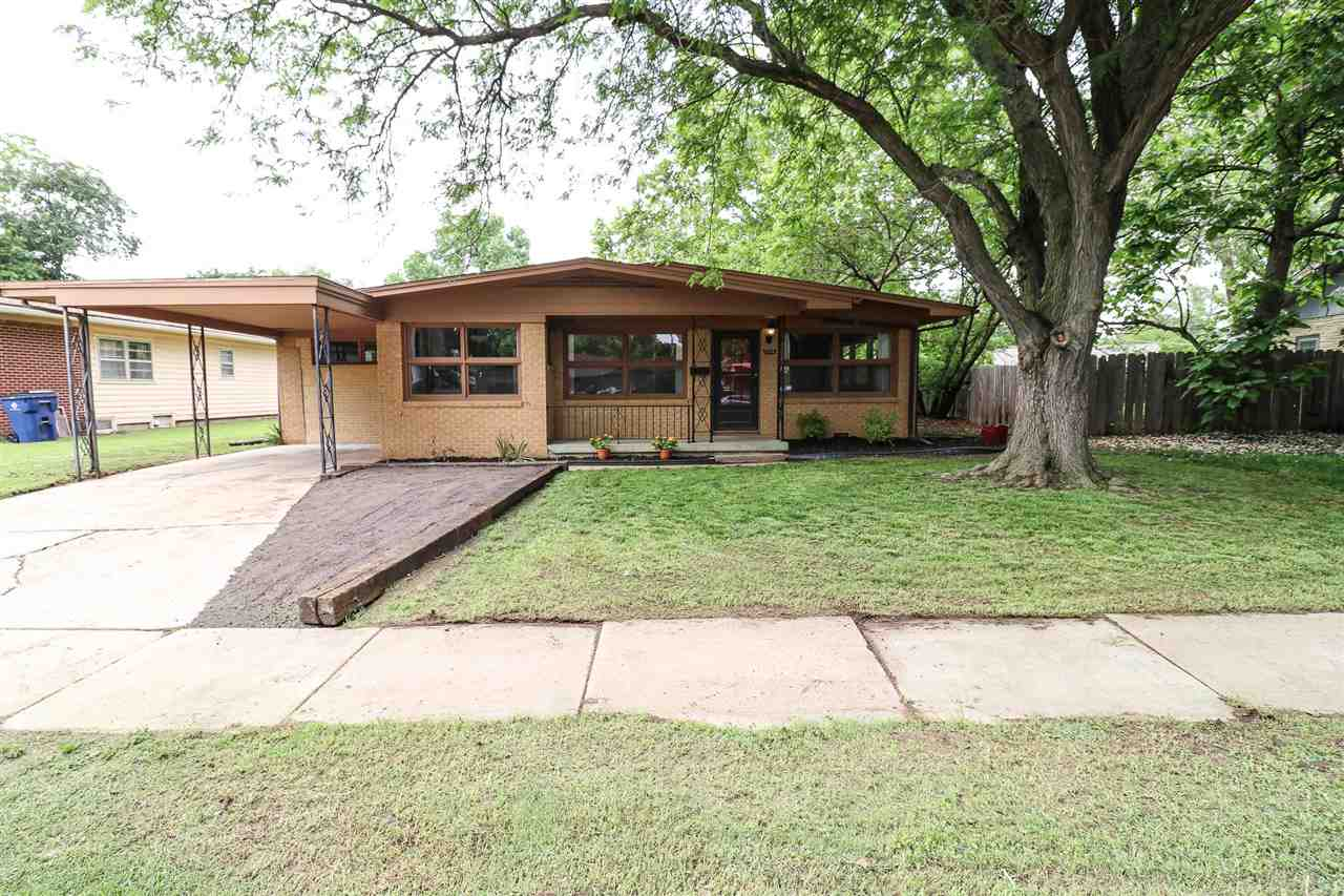 This all-brick charmer is located in the heart of Benjamin Hills and is walking distance to Columbin