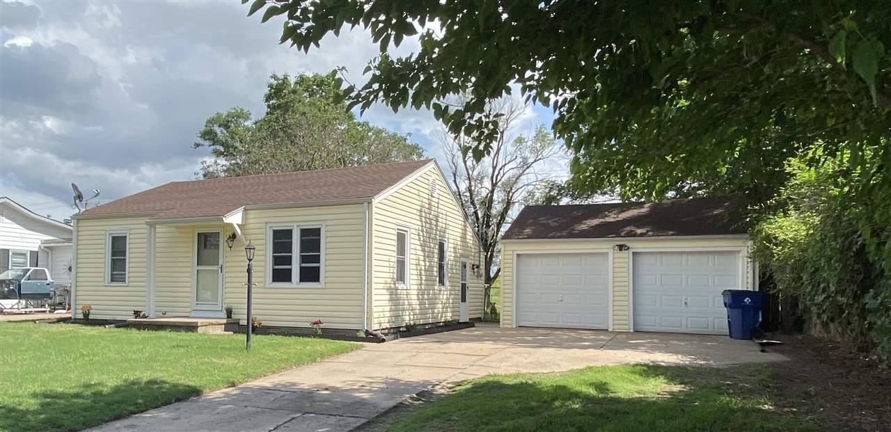 You will love coming home to this charming, move in ready home! Freshly power washed vinyl siding, n