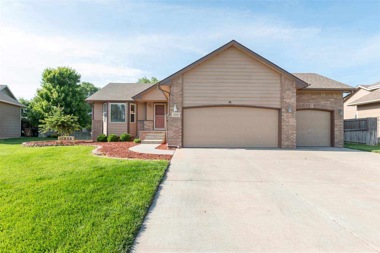 Great neighborhood in the Eisenhower/Explorer Schools. The home features an open floor plan at the e
