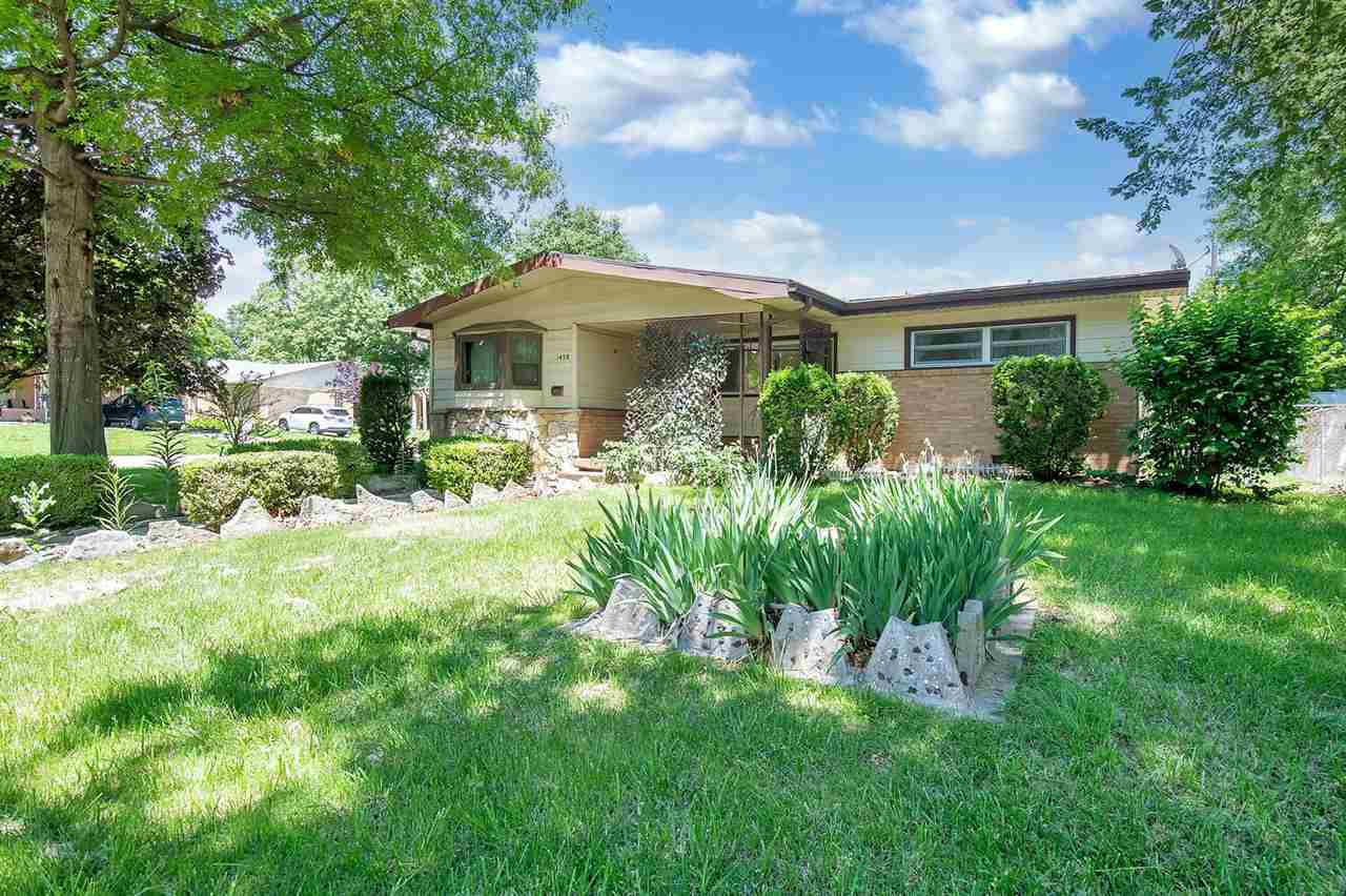 Great starter home for a first time home buyer on a cornor lot that has great curb appeal in the bea