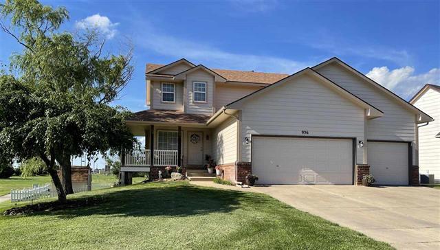 For Sale: 936 E Park Glen St, Clearwater KS