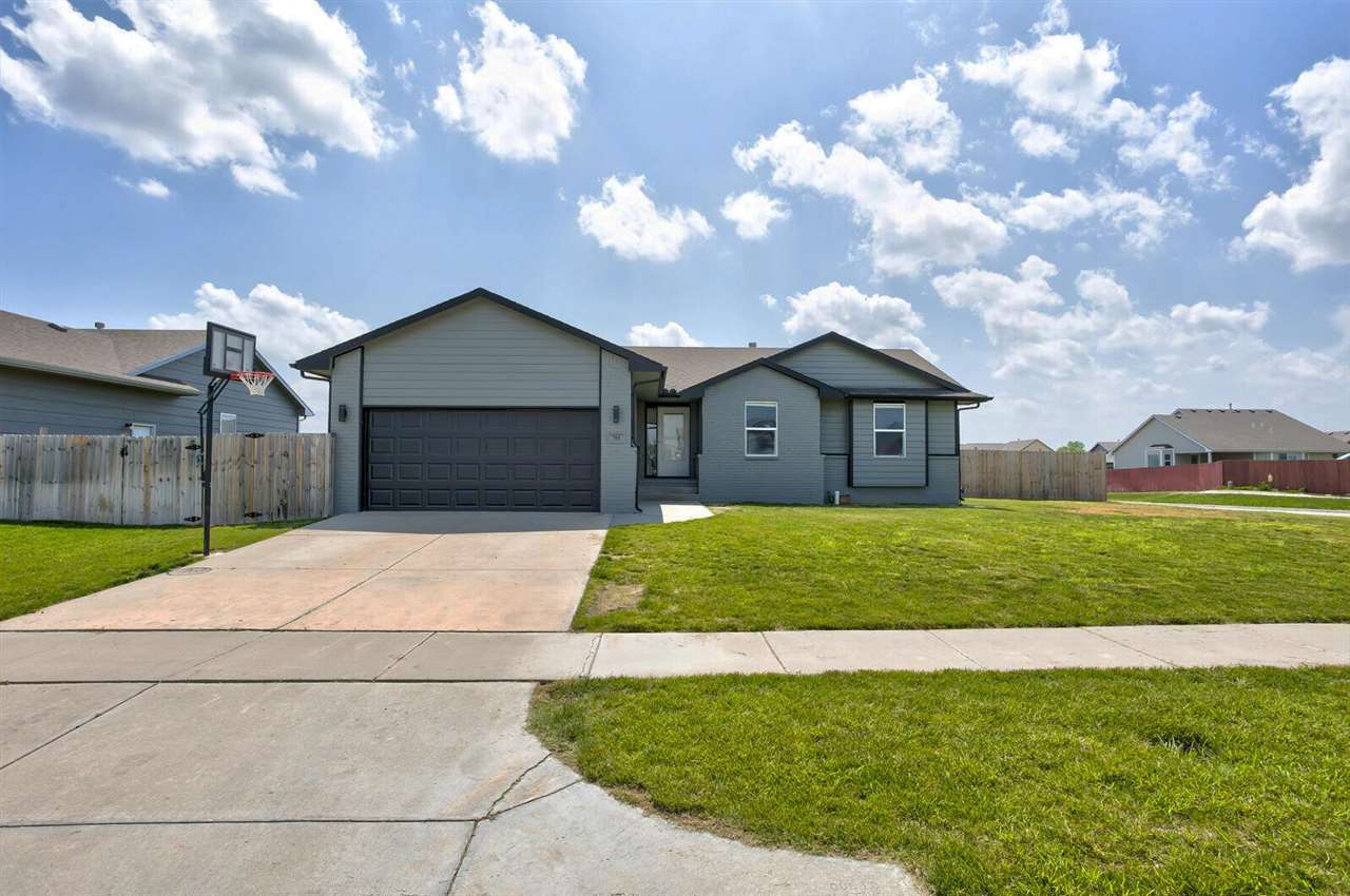 What a gem!  This move-in ready 4 bedroom, 1 office, 3 bath home located on the lake in the Maize Sc