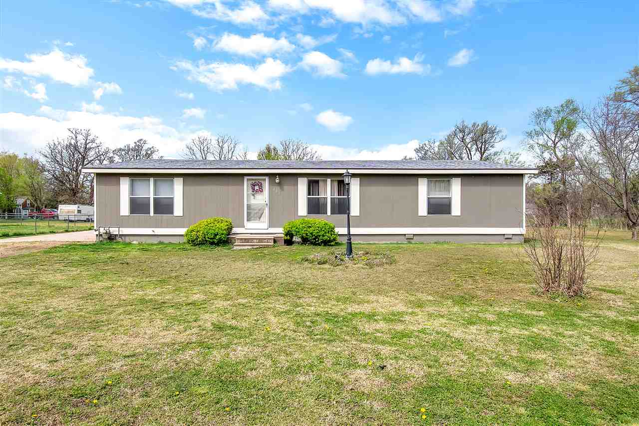 3 bedroom 2 bathroom home in Mt Hope KS just a short drive to Wichita. 2 car oversized garage and co
