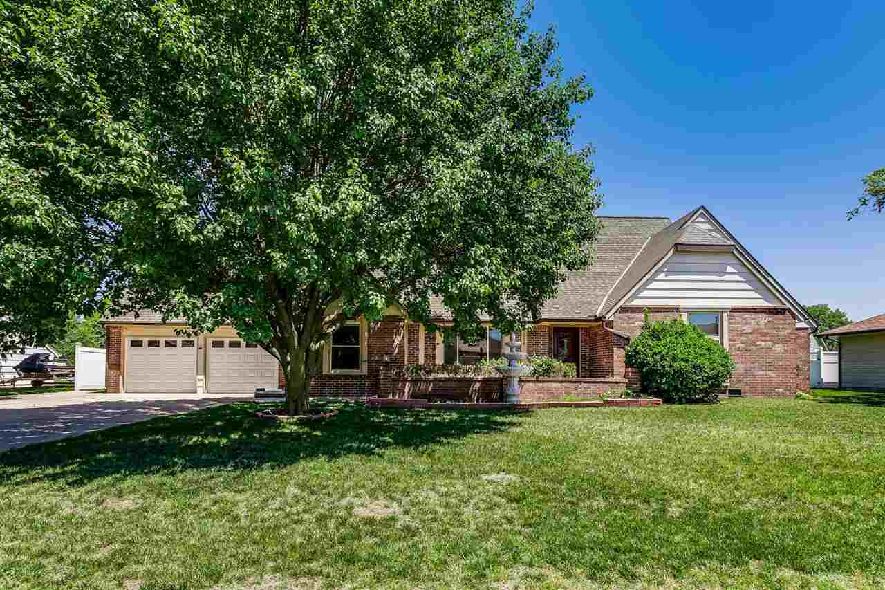 SPACIOUS EAST SIDE RANCH WITH TWO MAIN FLOOR LIVING SPACES! INTERIOR HAS BEEN FRESHLY PAINTED. KITCH