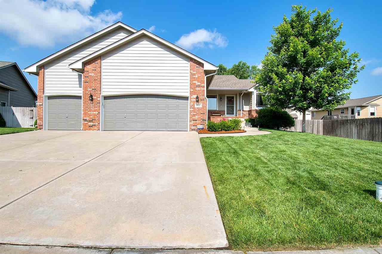Come check out this great home located in Goddard schools!  As soon as you walk in you'll notice the
