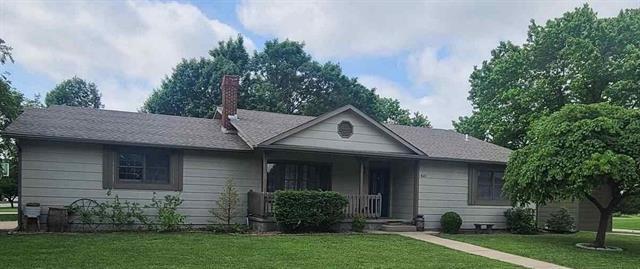 For Sale: 601 W KNOTT ST, Hesston KS