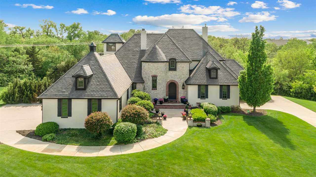 Magnificent elegance throughout this exquisite custom-built home in Wilson Estates. From the first s