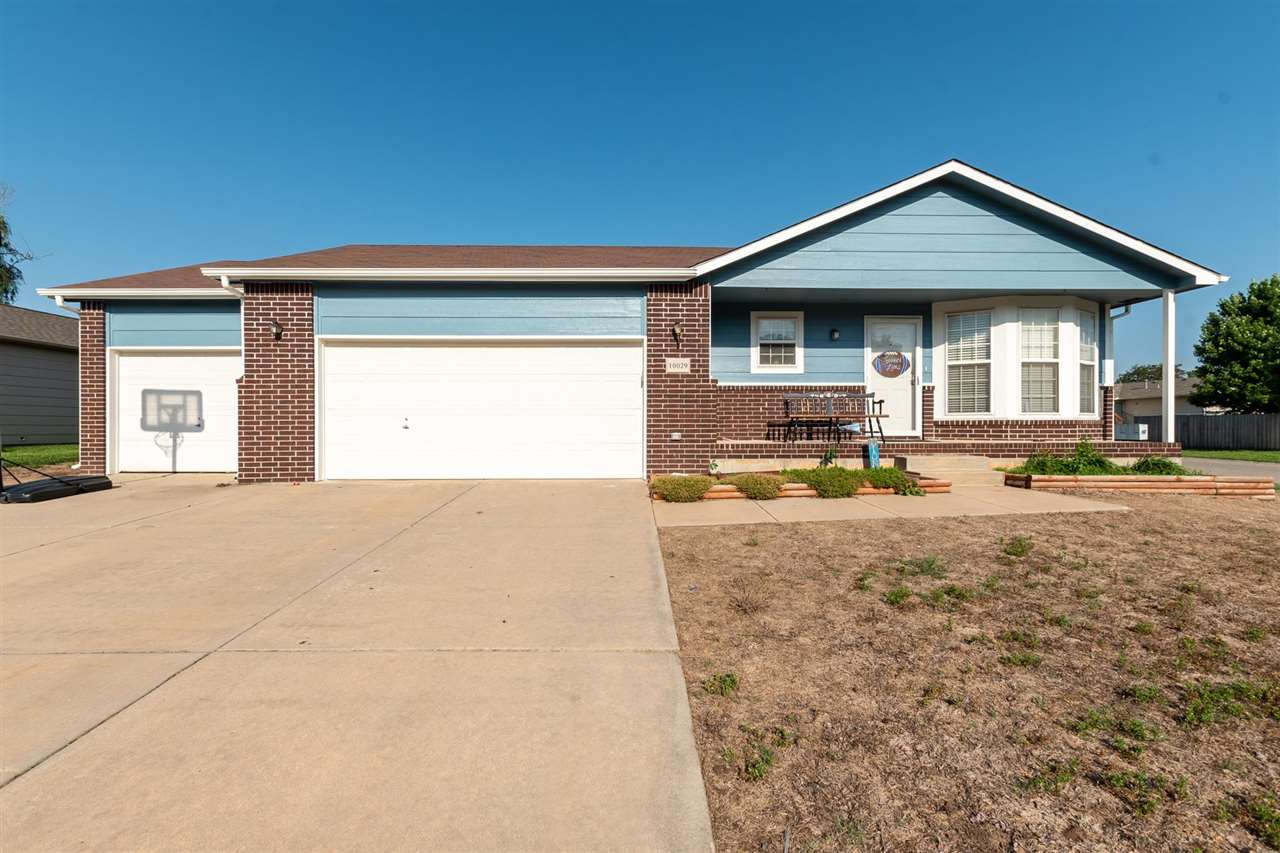 Perfect home in the Goddard school district! You won't want to miss out on this one! 4 Bedroom, 3 ba