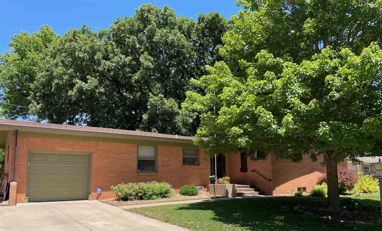 Don't miss out on this awesome WESTLINK VILLAGE listing! Located at 9716 W Hickory Ln in NW Wichita